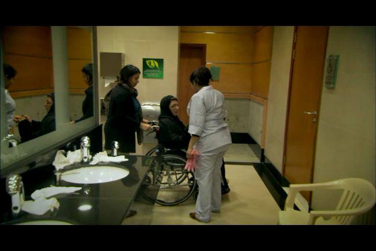 Кадр из фильма про уборщицу «Частное место»