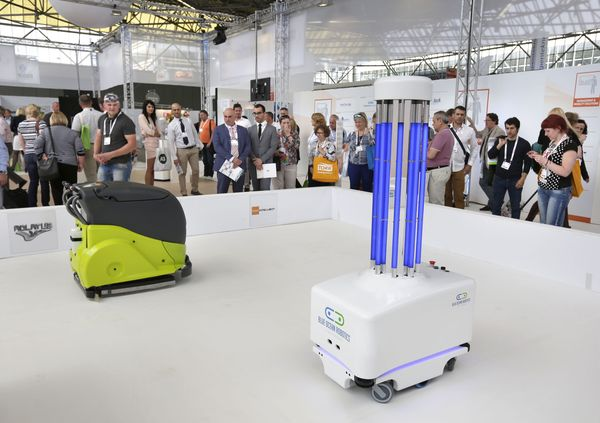 роботы на выставке issa/interclean amsterdam 2016