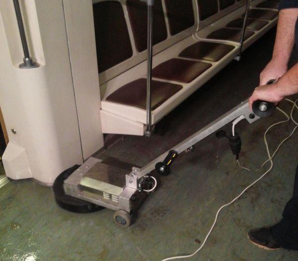 размывка ротором полов в вагонах метрополитена